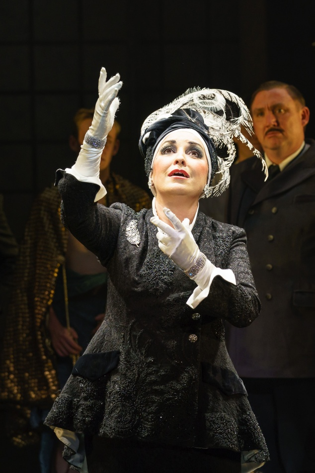 SUNSET BOULEVARD. Ria Jones 'Norma Desmond'. Photo Manuel Harlan (4)